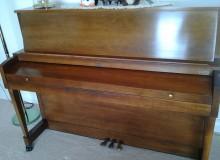 http://piano-tuner-technician.com/wp-content/uploads/2014/03/2012-02-16-Baldwin-Hamilton.jpg