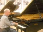 Playing piano 2 (800x600)